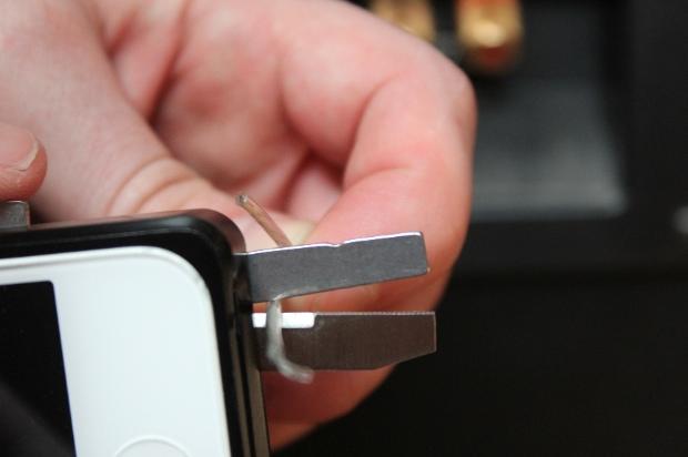 Taskone เคสเปลี่ยน iPhone 5 เป็นมีดพกสวิสเอนกประสงค์