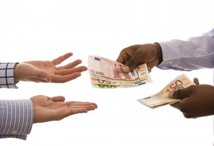 คลังเตรียมปรับรายได้ข้าราชการ-ลูกจ้างวุฒิปริญญาตรีเป็น 15,000 บาท/เดือน ดีเดย์ 1 ม.ค.55 เป็